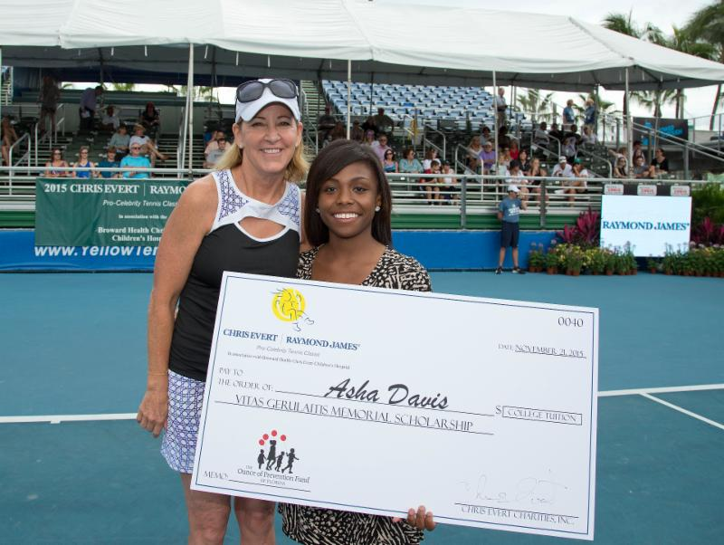 Asha Davis receives scholarship