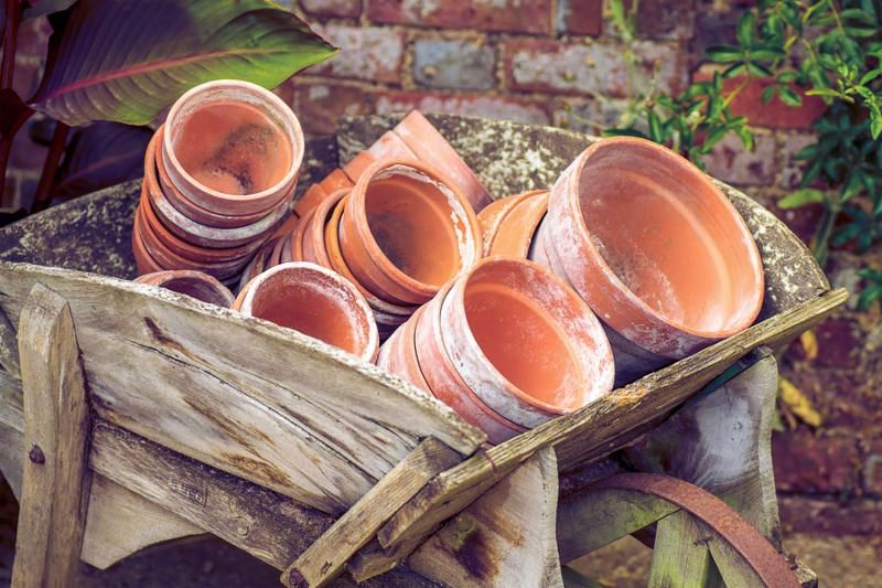Terra cotta plant pots in a wooden barrow.     Note  Visible grain at 100 , best at smaller sizes