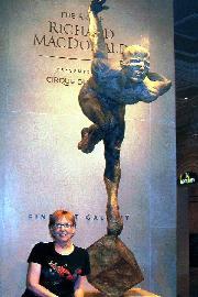 Cirque statue