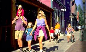 sidewalk-strolling-family.jpg