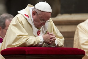 Pope Francis kneeling and praying