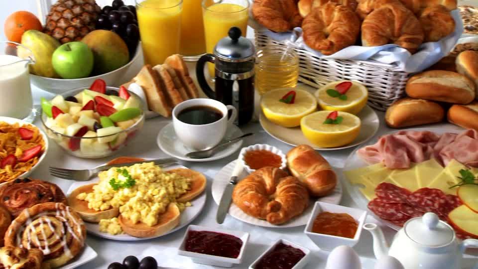 727604607-breakfast-buffet-cold-plate-scrambled-eggs-cornflakes.jpg