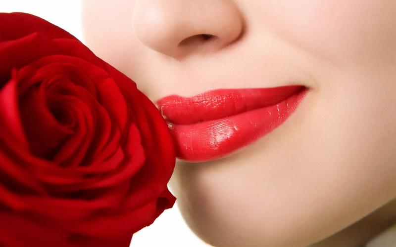 lips with rose