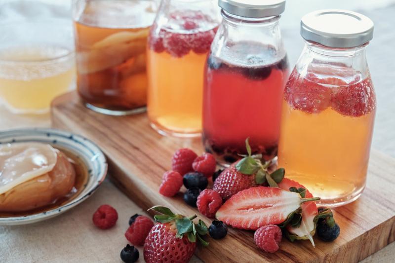 Kombucha second Fermented fruit tea_ Probiotic food