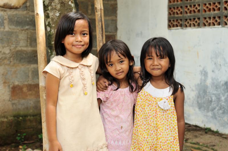 children_happy_family.jpg