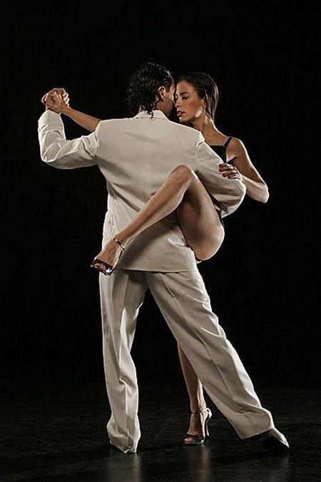 leg warp in Argentine Tango