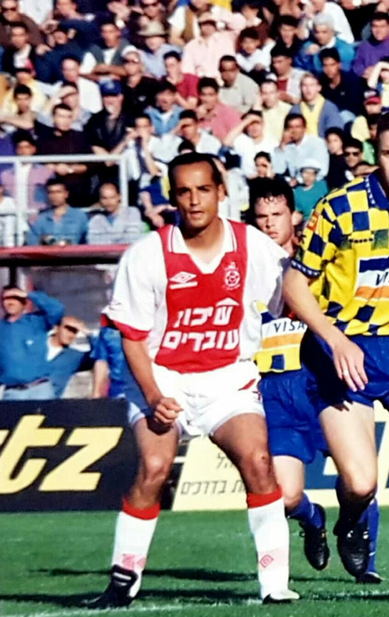 Tamir Linhart playing soccer for Hapoel Tel Aviv