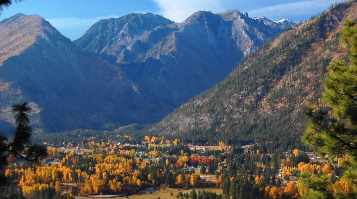 aerial shot of leavenworth in the fall
