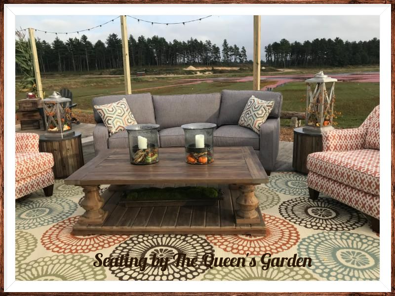 Seating by The Queen_s Garden