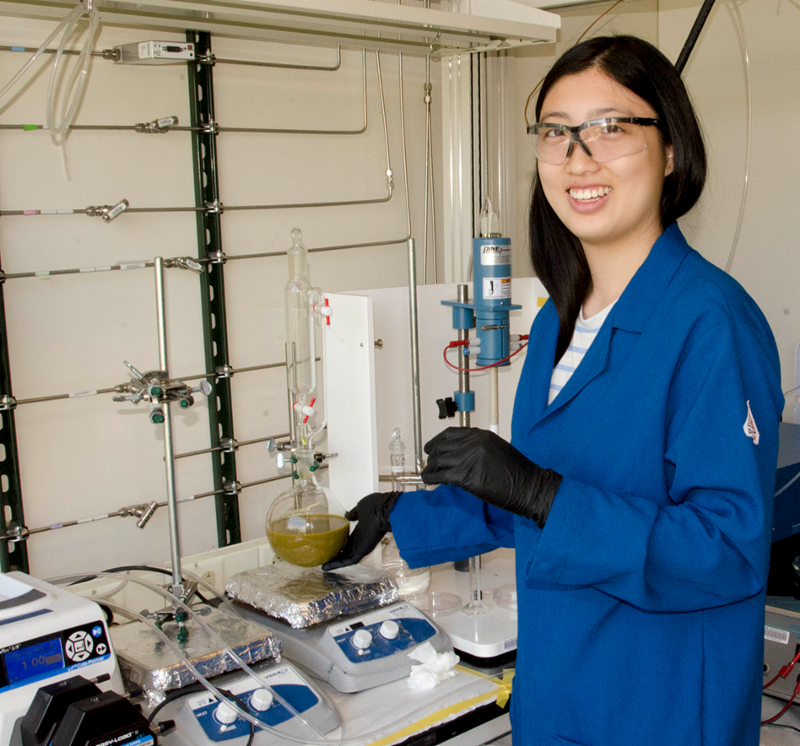 MPC-CMSE Summer Scholar Victoria Yao shows a mixture of sodium thiosulfate being stirred in a solution of copper hexacyanoferrate where its reacts to produce larger compounds.