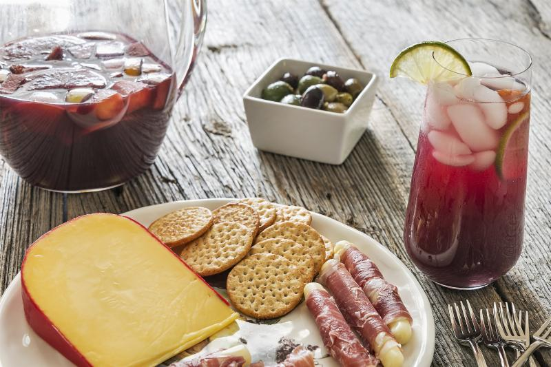 Sangria pairing with meat and cheese