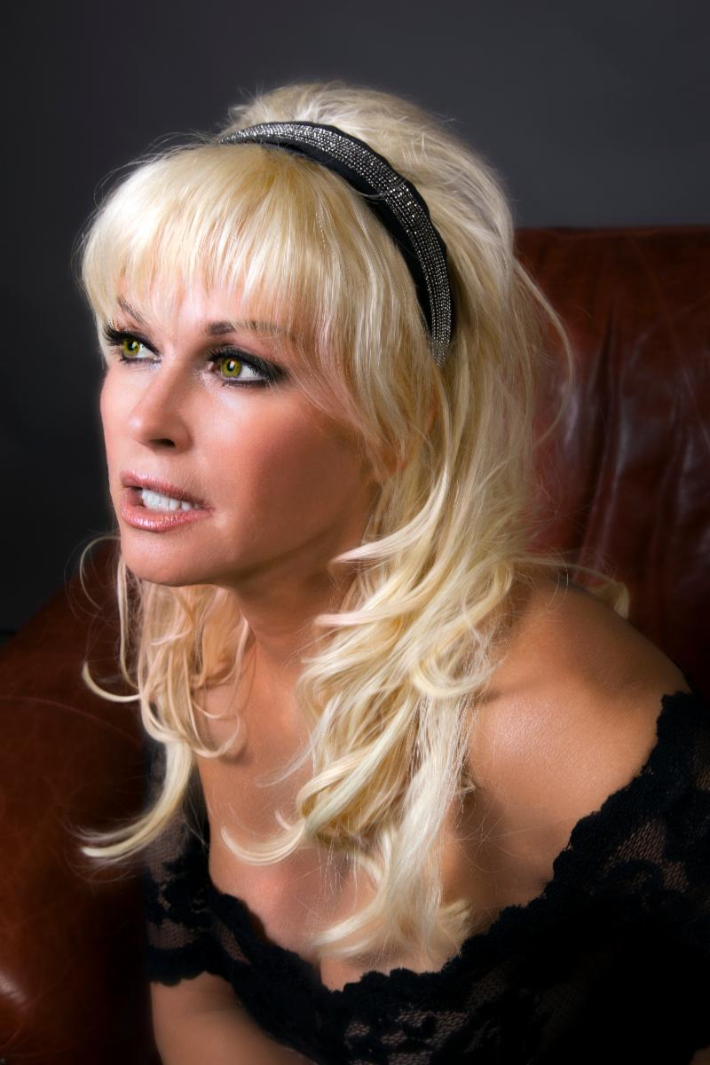 Clicking for high resolution of Lorrie Morgan's photo.