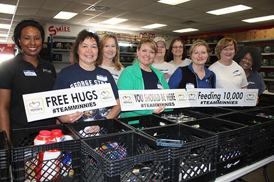 TeamPlano volunteers at Minnie's Food Pantry