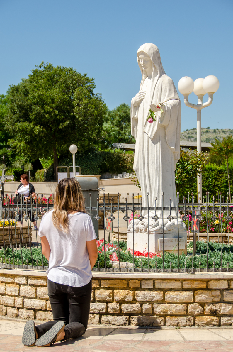 36th Anniversary Novena Day 8 – Our Lady's love for each of us! – MaryTV