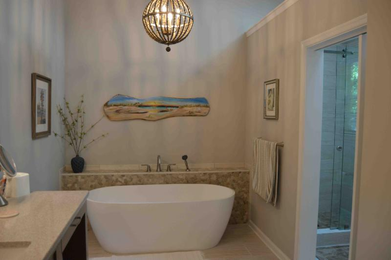 Bathroom, Tub, Freestanding, Pebble Tile Ledge