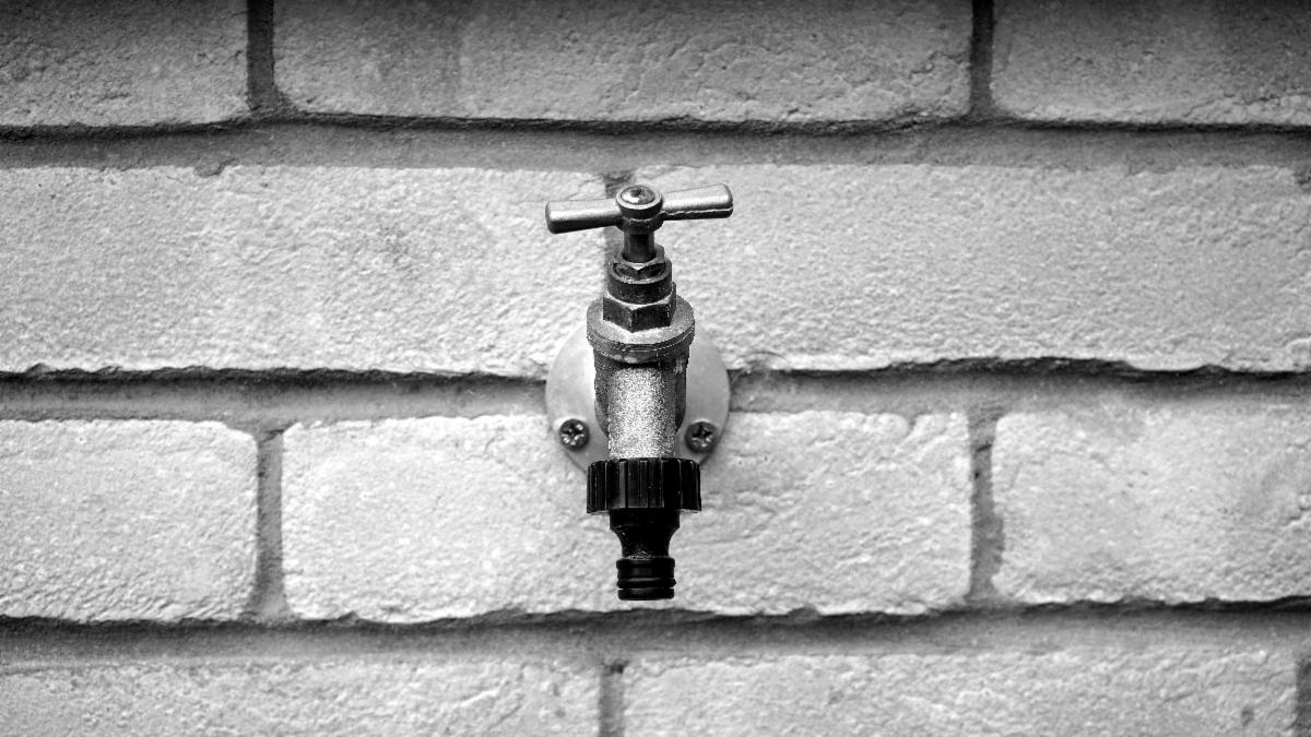 Home Winterizing Turn Off and Drain Outdoor Spigot and Hoses