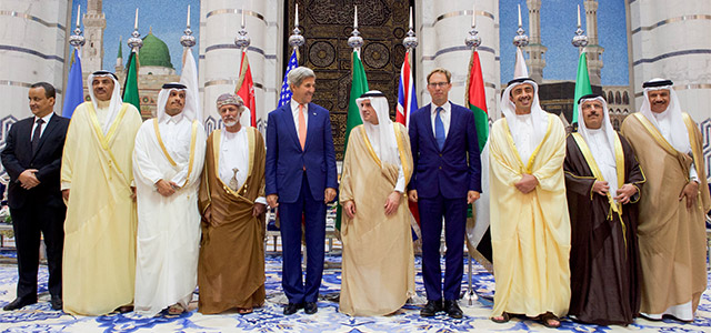 H.E. Dr. Abdul Latif bin Rashid Al Zayani (far right) and representatives of the Gulf Cooperation Council meet with U.S. Secretary of State John Kerry, United Kingdom Under Secretary of Foreign Affairs Tobias Ellwood, and United Nations Special Envoy for Yemen Ismael Ould Cheikh Ahmed in Jeddah, Saudi Arabia, on August 25, 2016. Photo: U.S. Department of State.