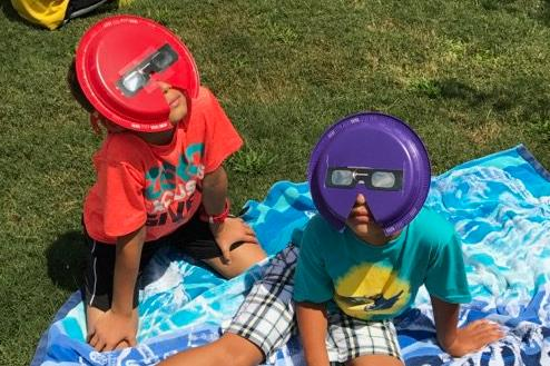Chesney students view eclipse